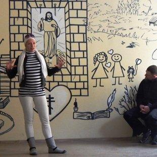 Māksliniece Magone Boleiko Nova vitas centra sienas atklāšanā
