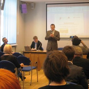 Projekta vadītājs Māris Luste atklāj paneļdiskusiju 2015.gada aprīlī